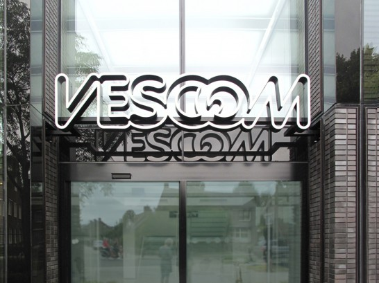 vescom lichtreclame doosletter zwevend object metalen letters
